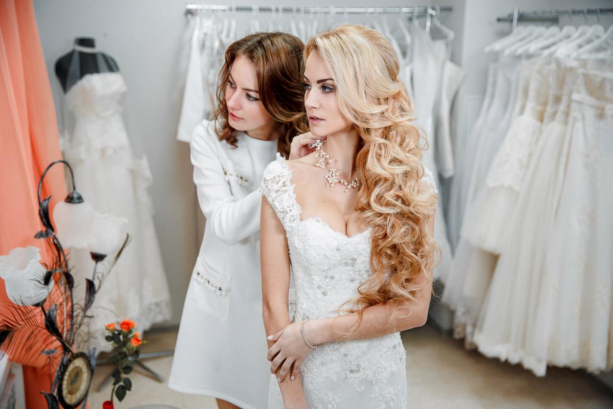 Примерки свадебного платья