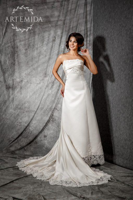 Атласное роскошное свадебное платье со шлейфом в центре Минска