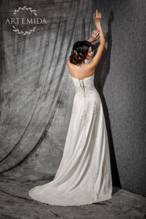Шикарное атласное расшитое свадебное платье силуэта Ампир напрокат в центре Минска