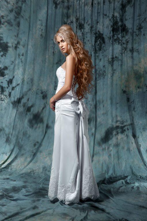 Свадебное платье прямого силуэта с кружевным лифом и шлейфом прокат в Минске