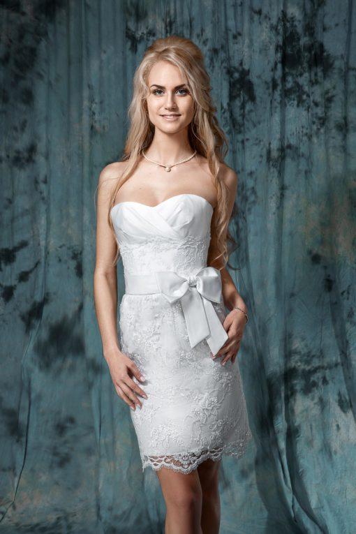 Короткое кружевное свадебное платье с бантом маленького размера купить в Минске