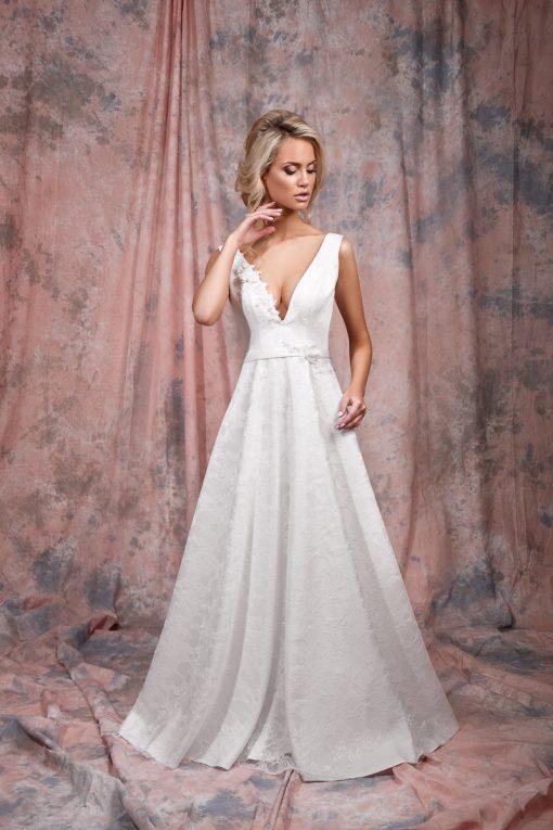 Белое свадебное платье с глубоким декольте прокат в Минске