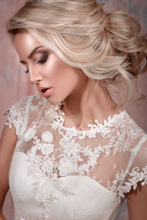Свадебное платье, расшитое цветами из ткани в прокат Минск