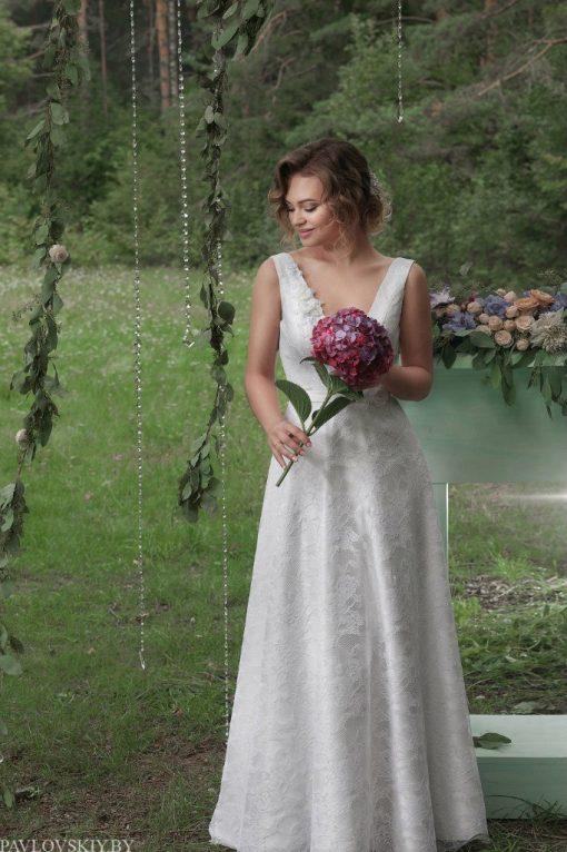 Кружеыное свадебное платье а силуэта