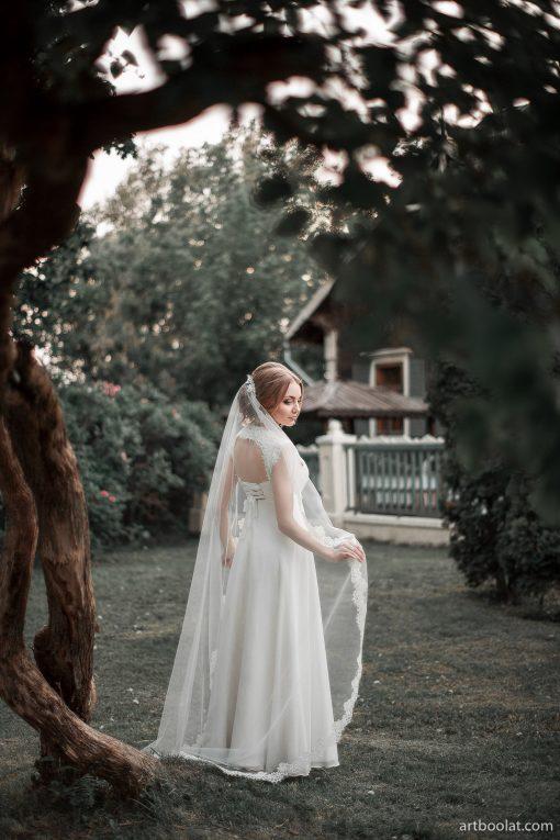 купить Свадебное платье греческого силуэта с длинной расшитой фатой в прокат в Минске