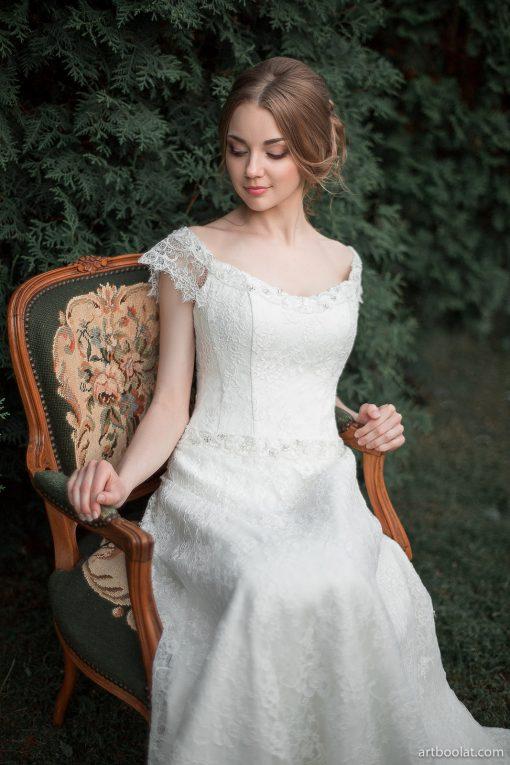 Свадебное платье а-силуэта из кордового кружева напрокат в Минске