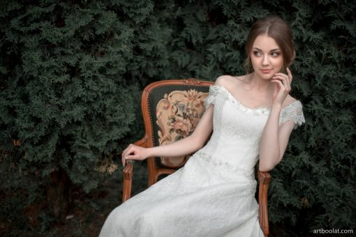 Молочное свадебное платье а силуэта из кружева со жгутиками купить в Минске