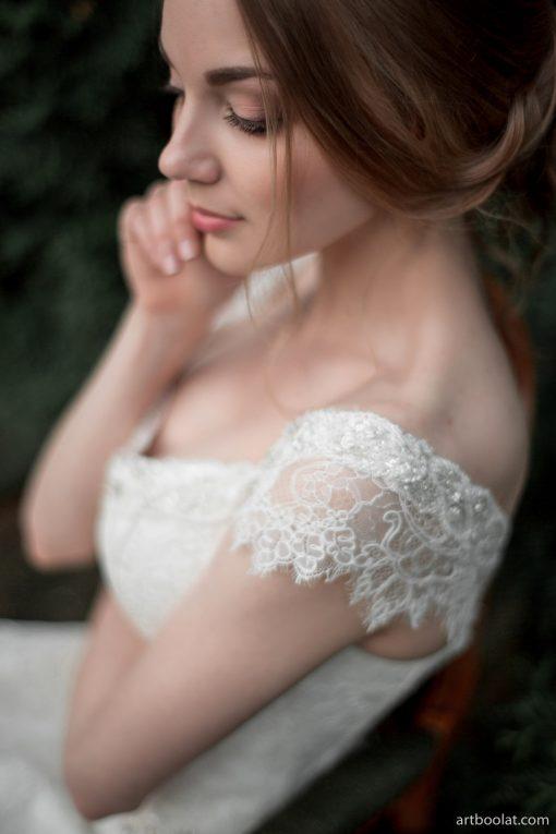 купить Асилуэтное свадебное платье покрытое кордовым кружевом напрокат в Минске