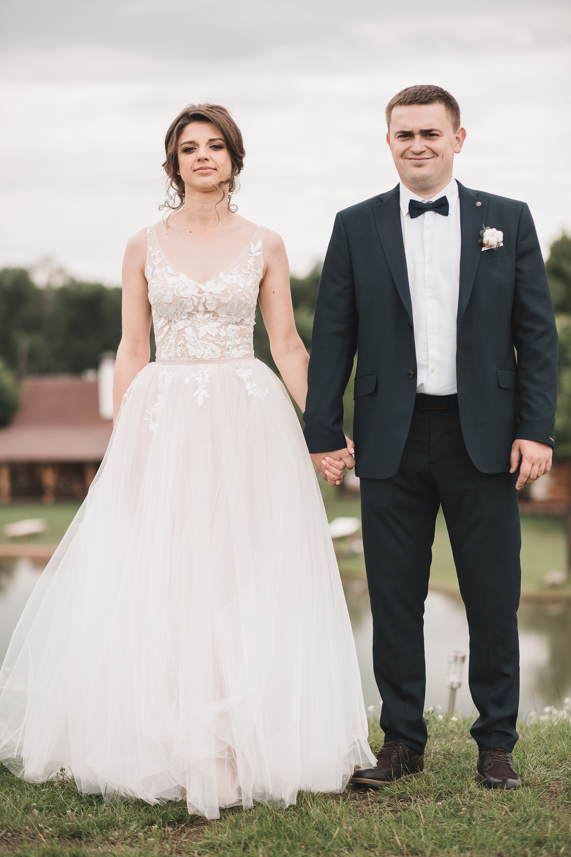 Свадебное платье из фатина, расшитое бархатным кружевом