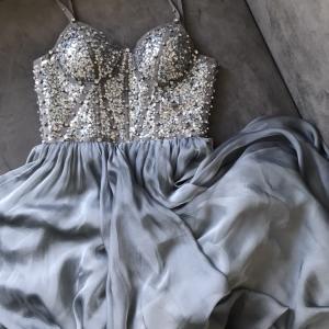 Выпускное платье, расшитое вручную более 2000 пайеток и стразами Сваровски, натуральный шелк